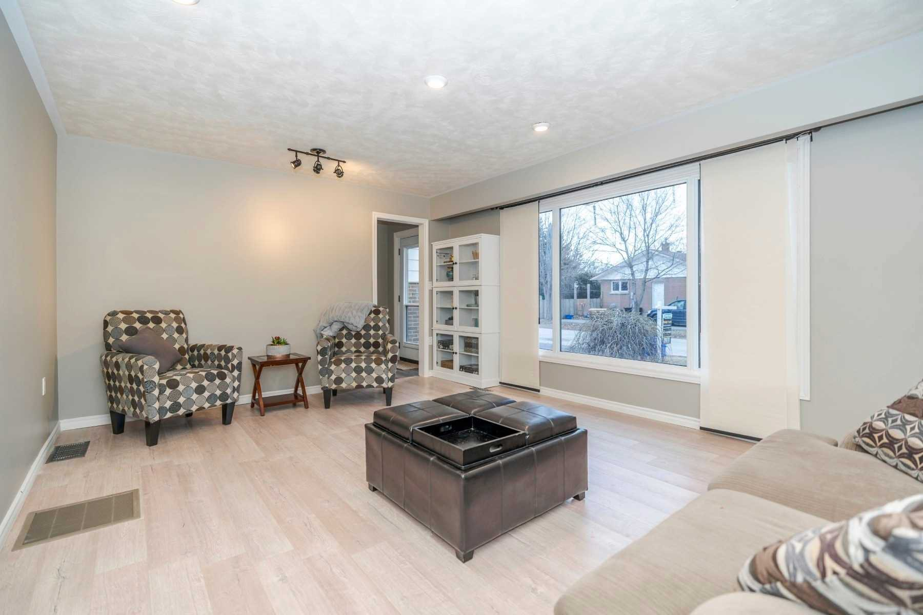 Photo 3: Photos: 190 N Church Street in Clarington: Orono House (Sidesplit 4) for sale : MLS®# E4463047