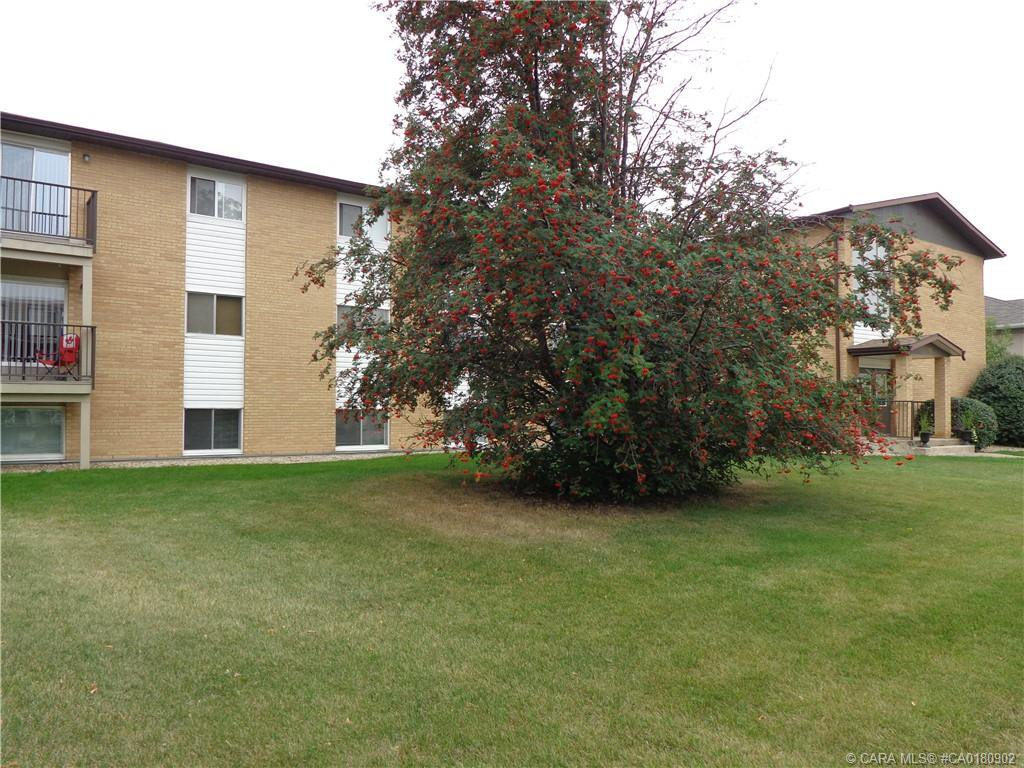 Main Photo: 204 4811 55 Street in Red Deer: RR Downtown Red Deer Residential Condo for sale : MLS®# CA0180902