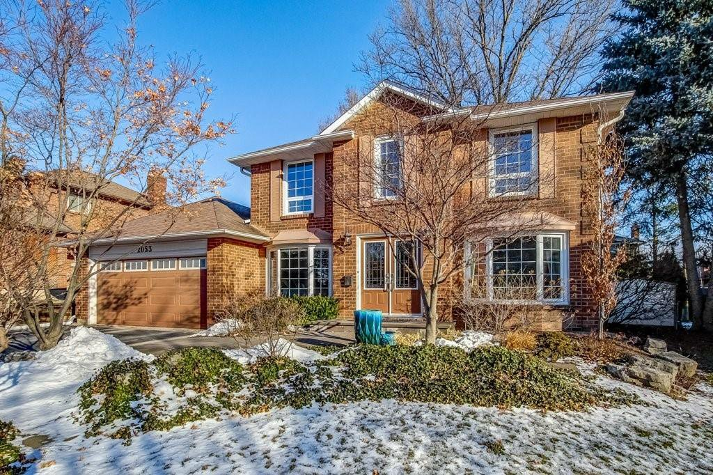 Main Photo: 2053 SUGAR MAPLE Court in Burlington: Residential for sale : MLS®# H4073033