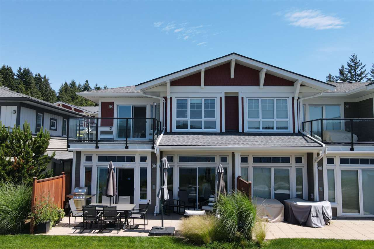 Main Photo: 5969 BEACHGATE Lane in Sechelt: Sechelt District Townhouse for sale (Sunshine Coast)  : MLS®# R2470886