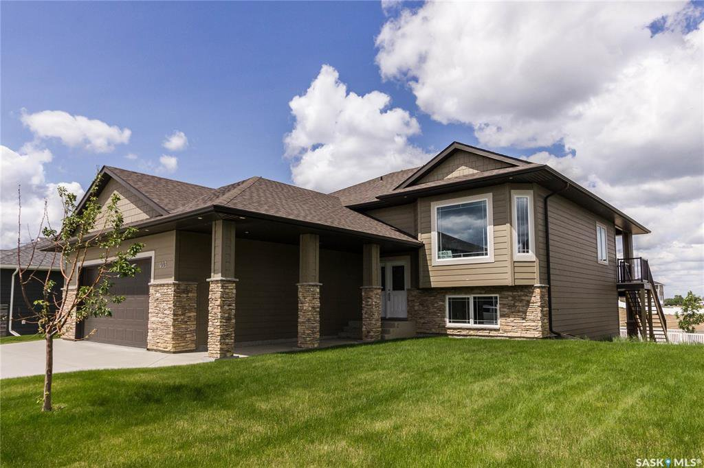 Main Photo: 403 Prairie View Drive in Dundurn: Residential for sale : MLS®# SK817045