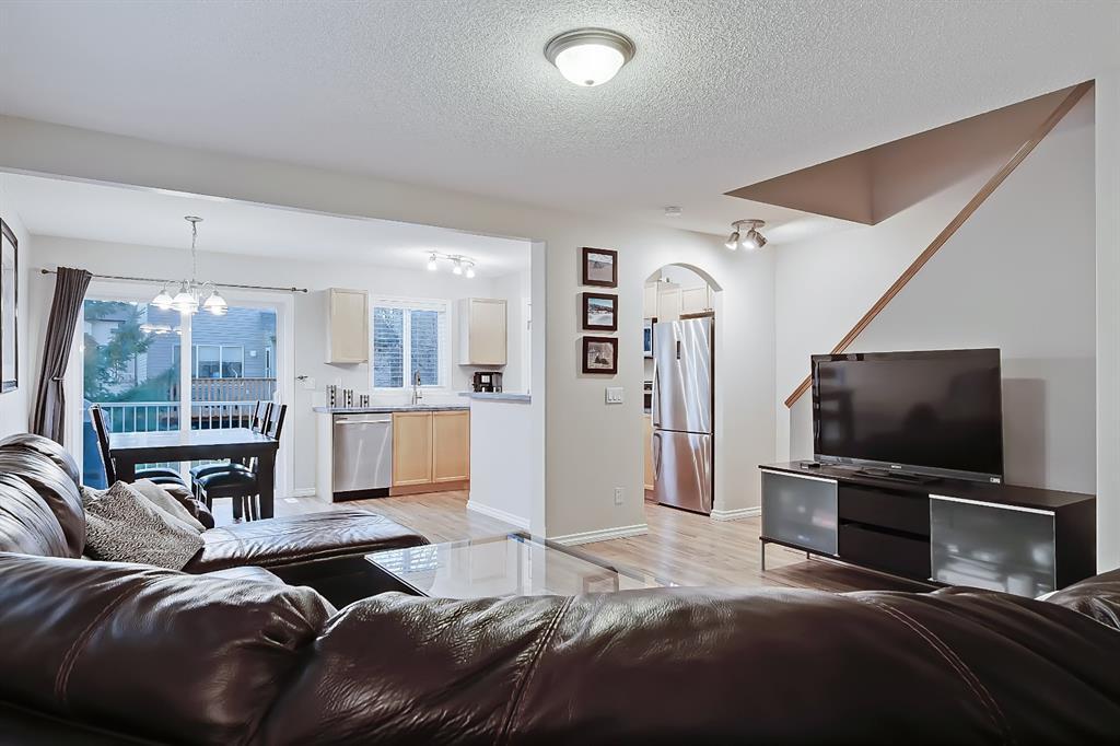Photo 5: Photos: 73 Citadel Estates Manor NW in Calgary: Citadel Row/Townhouse for sale : MLS®# A1047176
