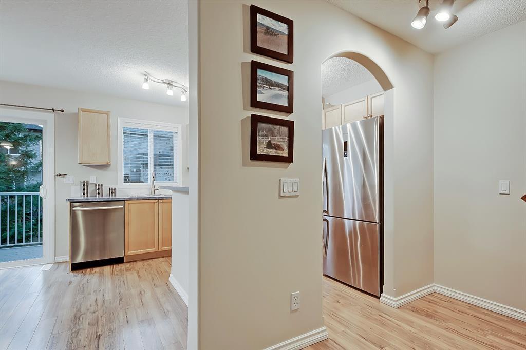 Photo 6: Photos: 73 Citadel Estates Manor NW in Calgary: Citadel Row/Townhouse for sale : MLS®# A1047176