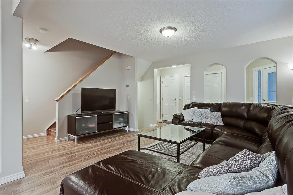 Photo 3: Photos: 73 Citadel Estates Manor NW in Calgary: Citadel Row/Townhouse for sale : MLS®# A1047176