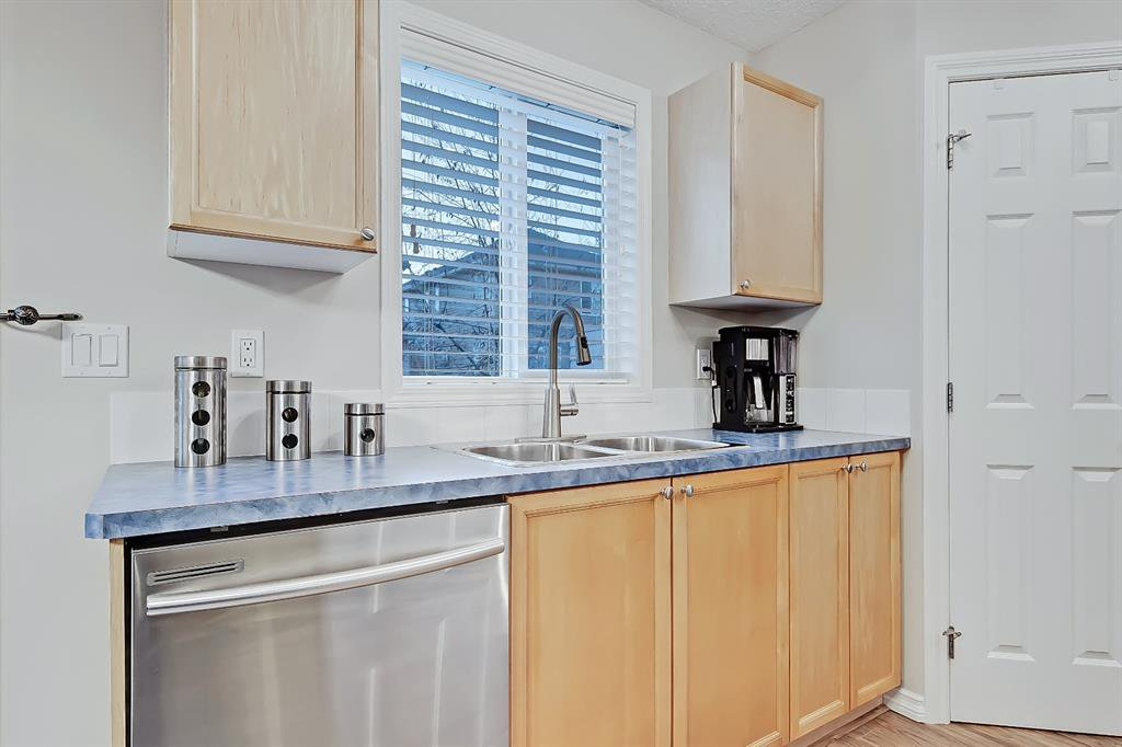Photo 7: Photos: 73 Citadel Estates Manor NW in Calgary: Citadel Row/Townhouse for sale : MLS®# A1047176