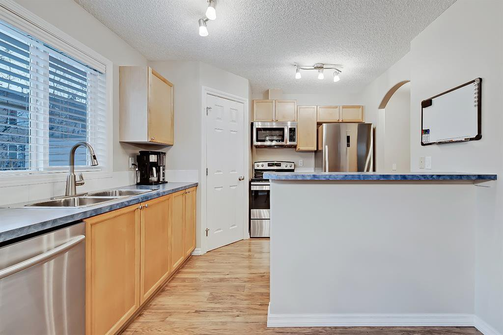 Photo 8: Photos: 73 Citadel Estates Manor NW in Calgary: Citadel Row/Townhouse for sale : MLS®# A1047176