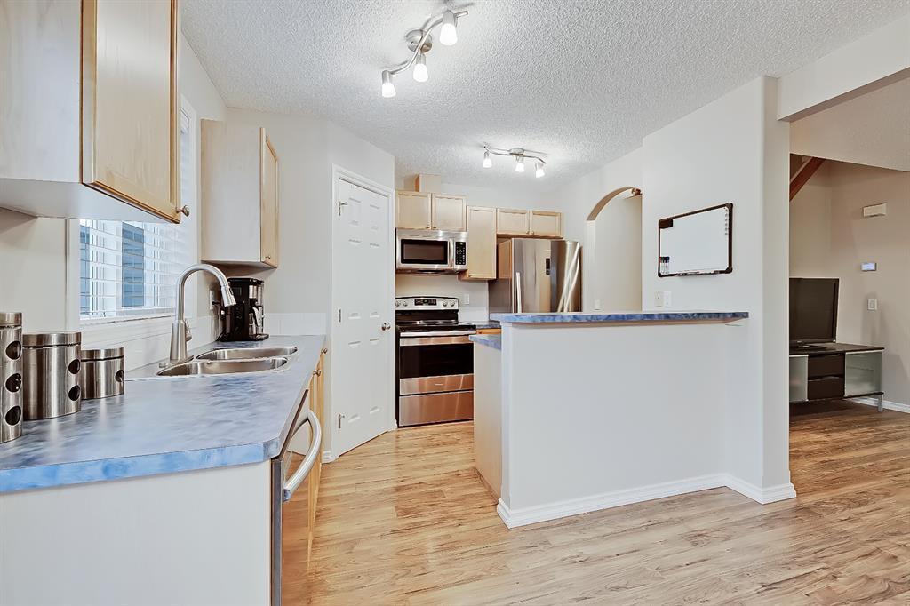 Photo 10: Photos: 73 Citadel Estates Manor NW in Calgary: Citadel Row/Townhouse for sale : MLS®# A1047176