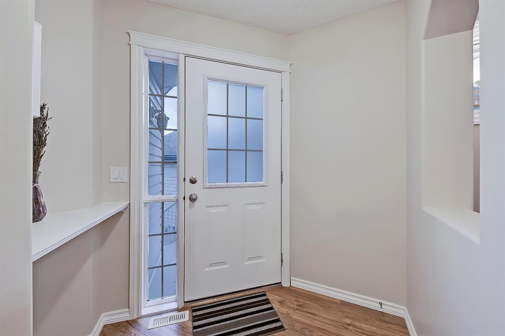 Photo 2: Photos: 73 Citadel Estates Manor NW in Calgary: Citadel Row/Townhouse for sale : MLS®# A1047176