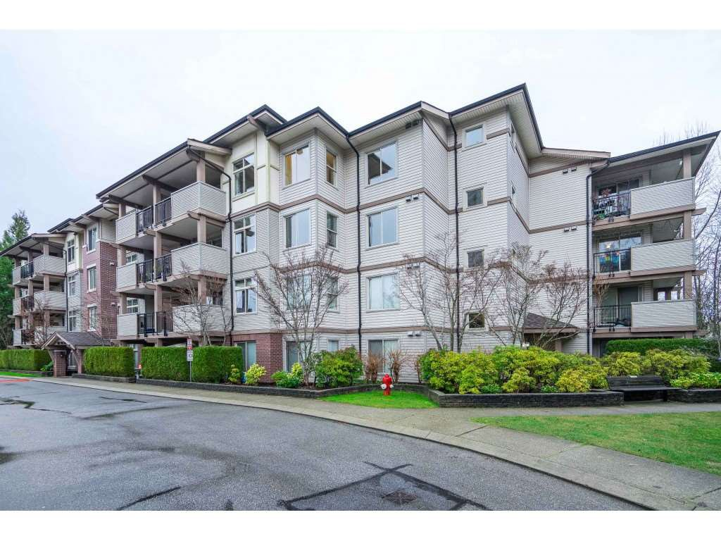 "Main Photo: 401 10092 148 Street in Surrey: Guildford Condo for sale in ""BLOOMSBURY COURT"" (North Surrey)  : MLS®# R2525835"