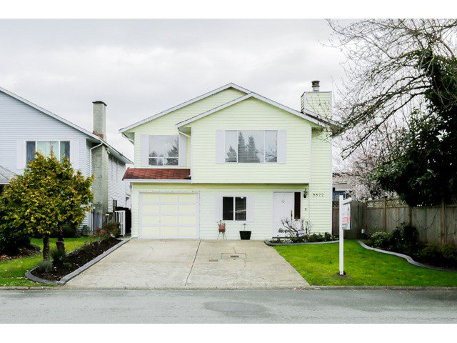 Main Photo: 9822 149A Street in Surrey: Fleetwood Tynehead House for sale : MLS®# F1434886