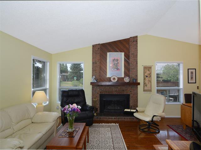 Photo 5: Photos: 1412 47 Street SW in Calgary: Westgate House for sale : MLS®# C4063121