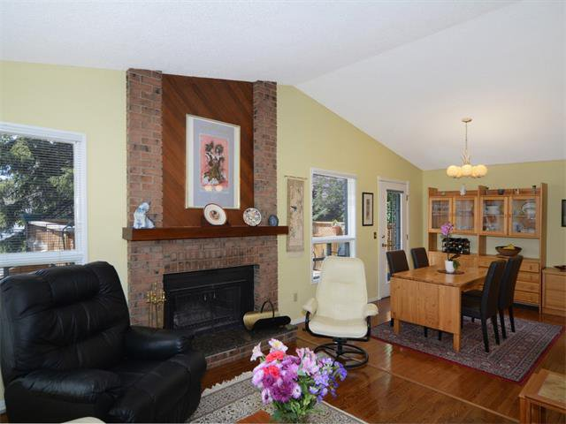 Photo 4: Photos: 1412 47 Street SW in Calgary: Westgate House for sale : MLS®# C4063121