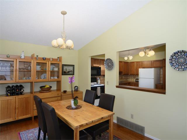 Photo 13: Photos: 1412 47 Street SW in Calgary: Westgate House for sale : MLS®# C4063121