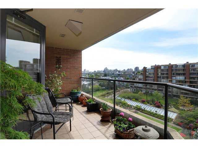 Main Photo: 608 1450 PENNYFARTHING DRIVE in : False Creek Condo for sale : MLS®# V951299