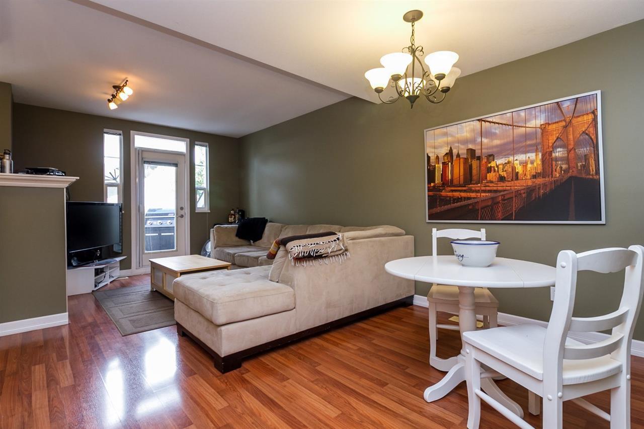 "Main Photo: 18 4787 57 Street in Delta: Delta Manor Townhouse for sale in ""Village Green"" (Ladner)  : MLS®# R2164947"