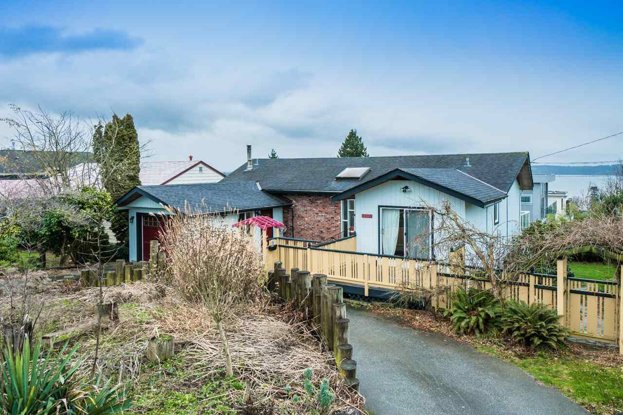 Main Photo: 15708 CLIFF Avenue: White Rock House for sale (South Surrey White Rock)  : MLS®# R2236459