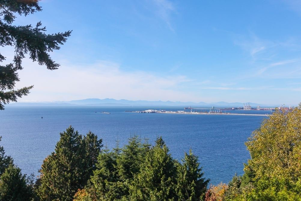 Main Photo: 241 ENGLISH BLUFF Road in Delta: English Bluff House for sale (Tsawwassen)  : MLS®# R2238586