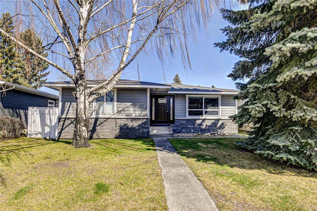 Main Photo: 324 WASCANA Crescent SE in Calgary: Willow Park Detached for sale : MLS®# C4296360