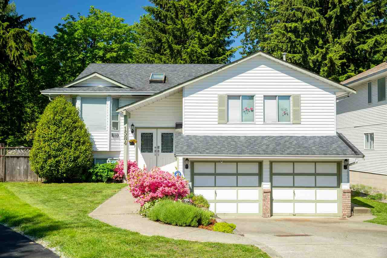 Main Photo: 1584 CHARLETON Court in Port Coquitlam: Oxford Heights House for sale : MLS®# R2468534