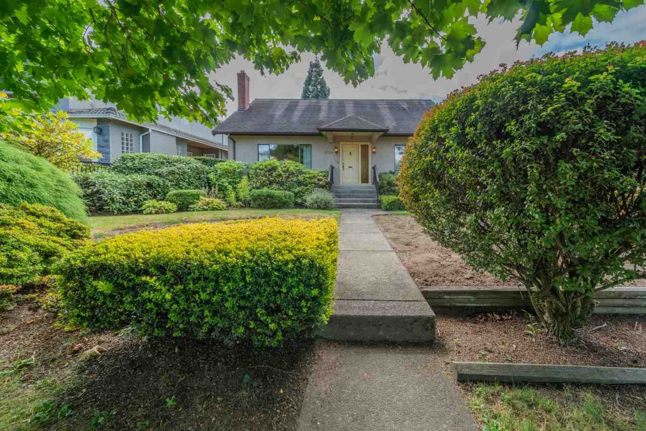 "Main Photo: 2336 W 19TH Avenue in Vancouver: Arbutus House for sale in ""Arbutus"" (Vancouver West)  : MLS®# R2493326"