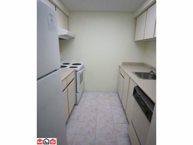 "Photo 3: Photos: 113 9632 120A Street in Surrey: Cedar Hills Condo for sale in ""Chandlers Hill"" (North Surrey)  : MLS®# F1123473"