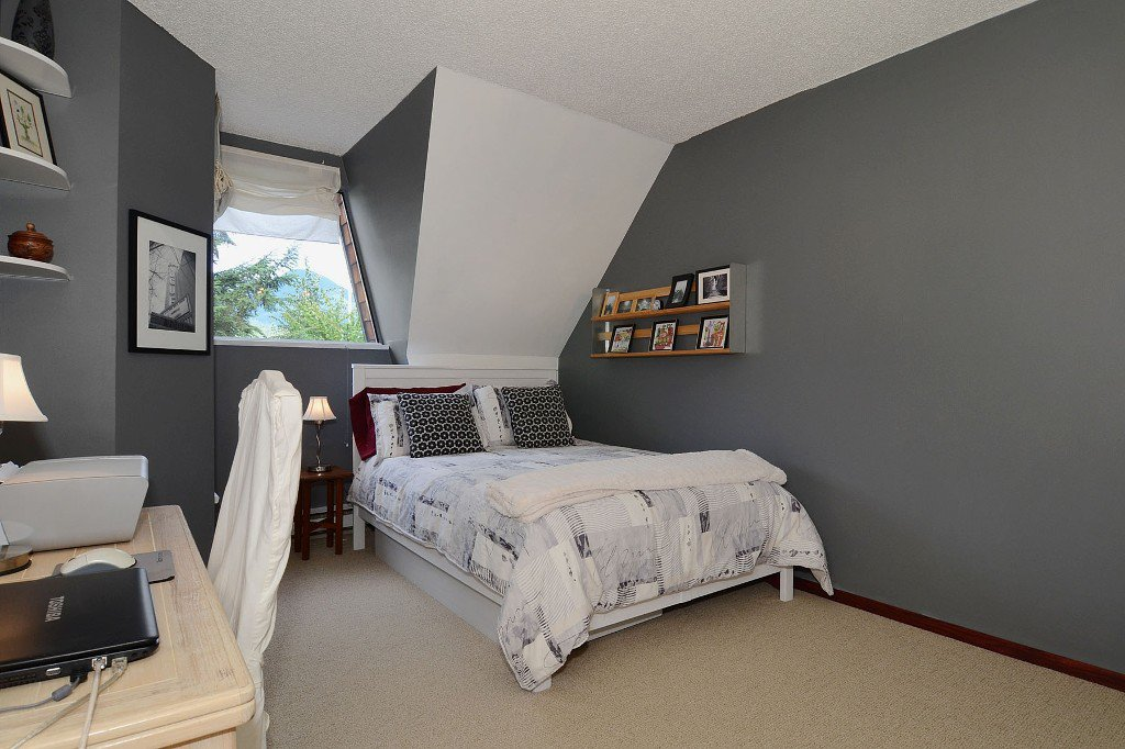 Photo 6: Photos: 3176 Mtn Highway in : Lynn Valley Townhouse for sale (North Vancouver)  : MLS®# V970809