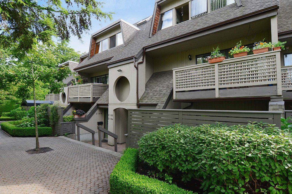 Photo 1: Photos: 3176 Mtn Highway in : Lynn Valley Townhouse for sale (North Vancouver)  : MLS®# V970809