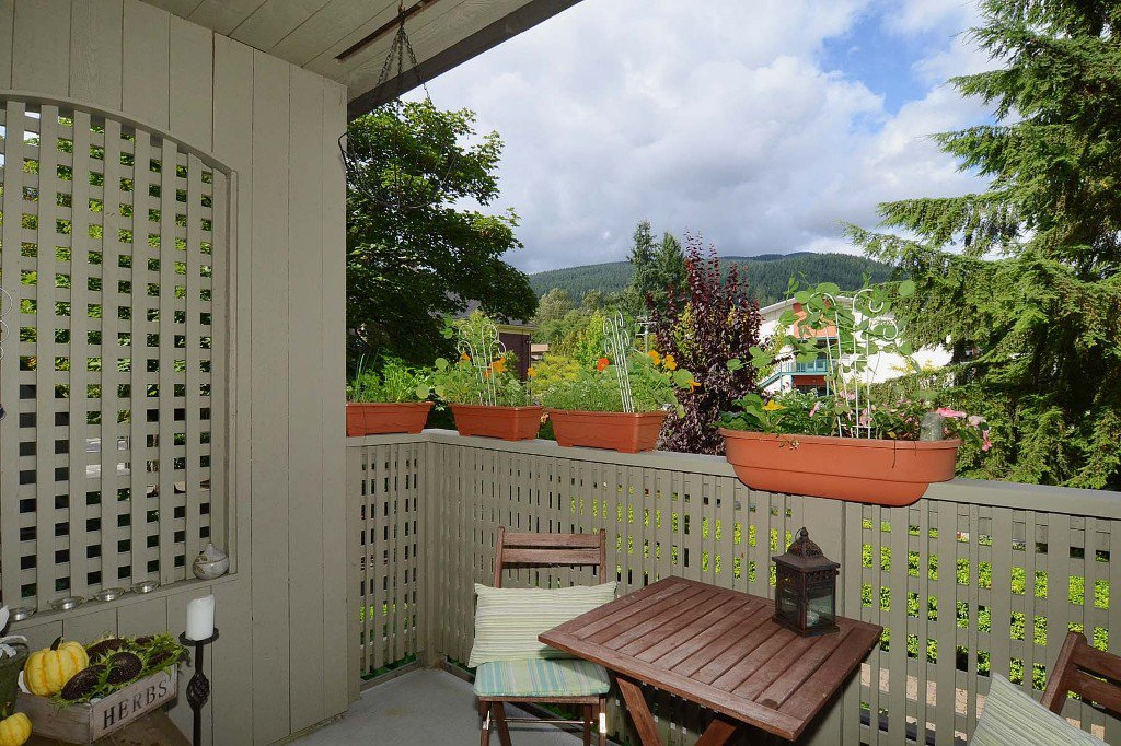 Photo 2: Photos: 3176 Mtn Highway in : Lynn Valley Townhouse for sale (North Vancouver)  : MLS®# V970809
