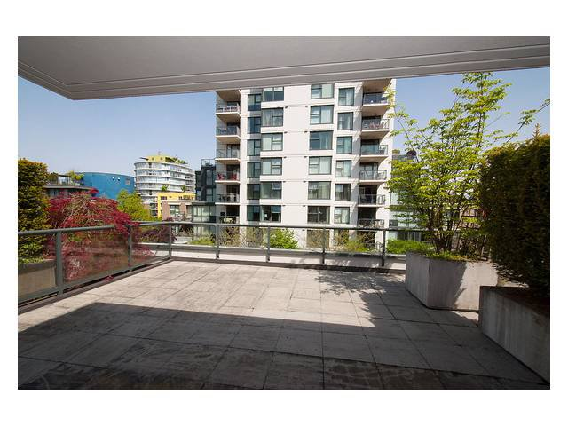 """Photo 13: Photos: 1437 W 7TH Avenue in Vancouver: Fairview VW Townhouse for sale in """"Portico"""" (Vancouver West)  : MLS®# V1064746"""