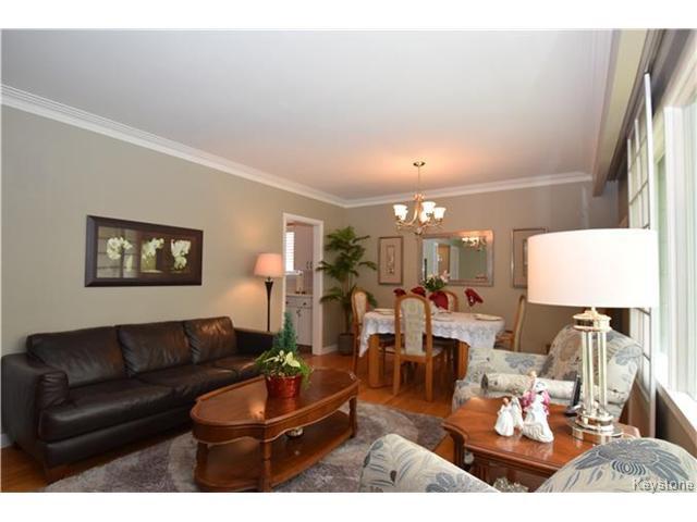 Photo 3: Photos: 1127 Rothesay Street in WINNIPEG: North Kildonan Residential for sale (North East Winnipeg)  : MLS®# 1512916