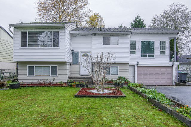Main Photo: 6324 129A Street in Surrey: Panorama Ridge House for sale : MLS®# R2015694