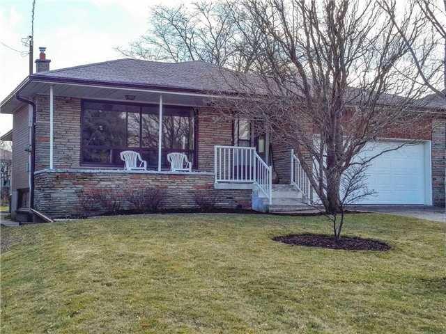 Main Photo: 10 Artreeva Drive in Toronto: Bathurst Manor House (Bungalow) for sale (Toronto C06)  : MLS®# C3458945