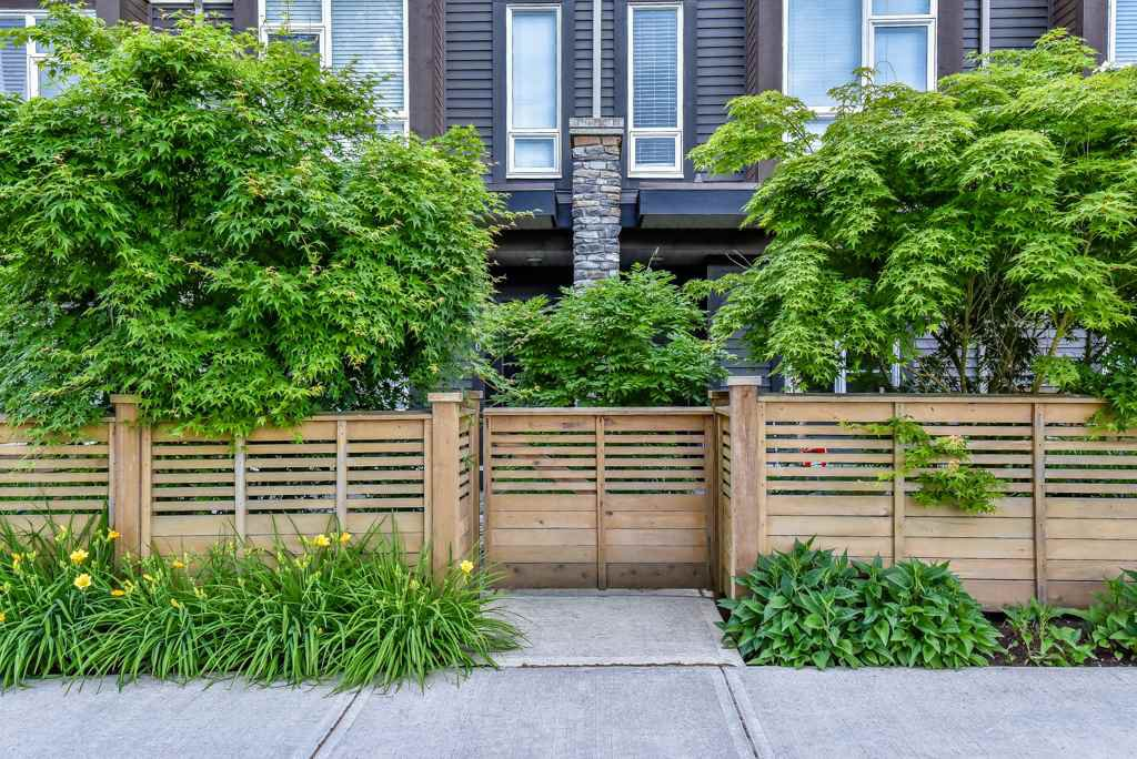 Main Photo: 130 5888 144 Street in Surrey: Sullivan Station Townhouse for sale : MLS®# R2070718