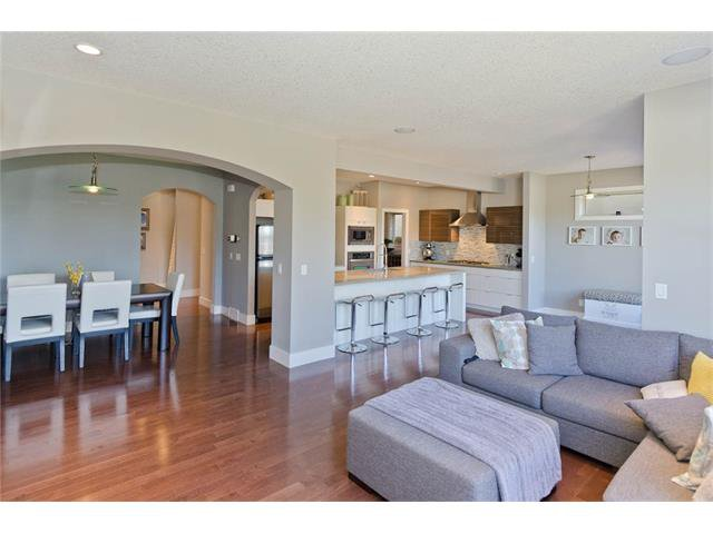 Photo 7: Photos: 418 25 Avenue NE in Calgary: Winston Heights/Mountview House for sale : MLS®# C4068652
