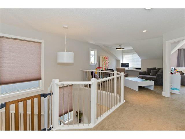 Photo 19: Photos: 418 25 Avenue NE in Calgary: Winston Heights/Mountview House for sale : MLS®# C4068652