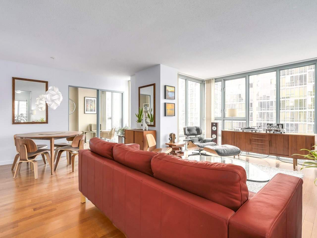 """Main Photo: 1203 930 CAMBIE Street in Vancouver: Yaletown Condo for sale in """"PACIFIC PLACE LANDMARK 2"""" (Vancouver West)  : MLS®# R2198711"""