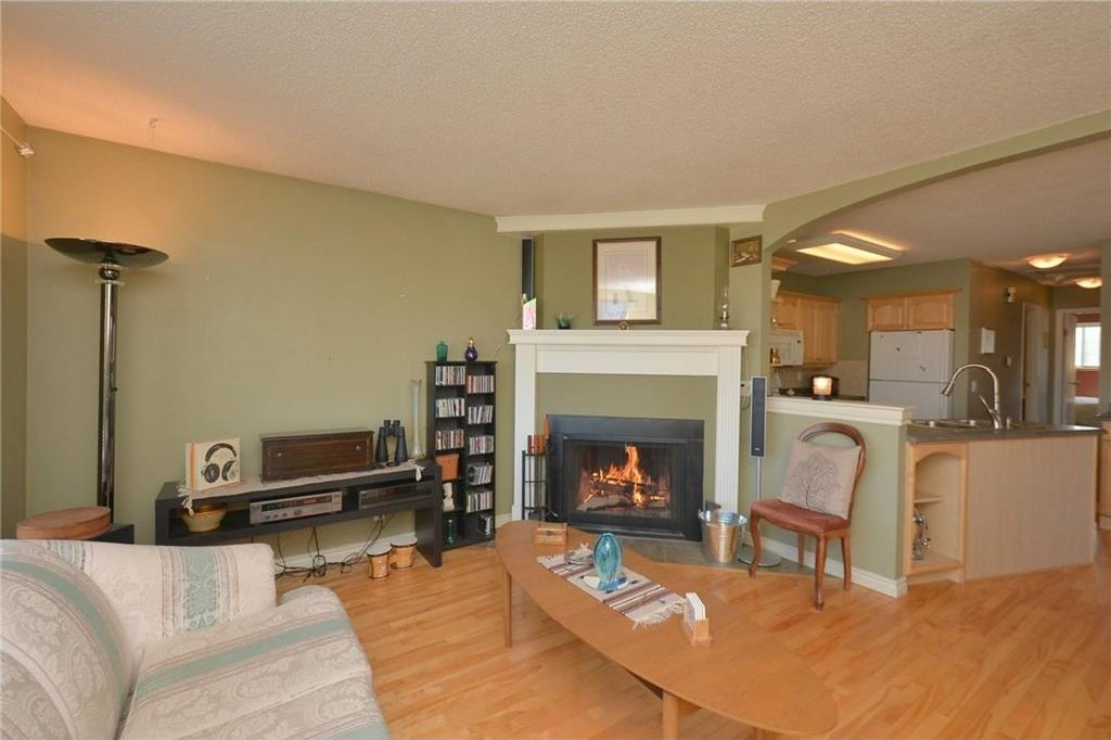 Photo 4: Photos: 267 GLENPATRICK Drive: Cochrane House for sale : MLS®# C4139469