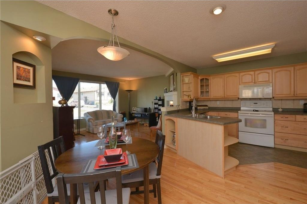 Photo 10: Photos: 267 GLENPATRICK Drive: Cochrane House for sale : MLS®# C4139469