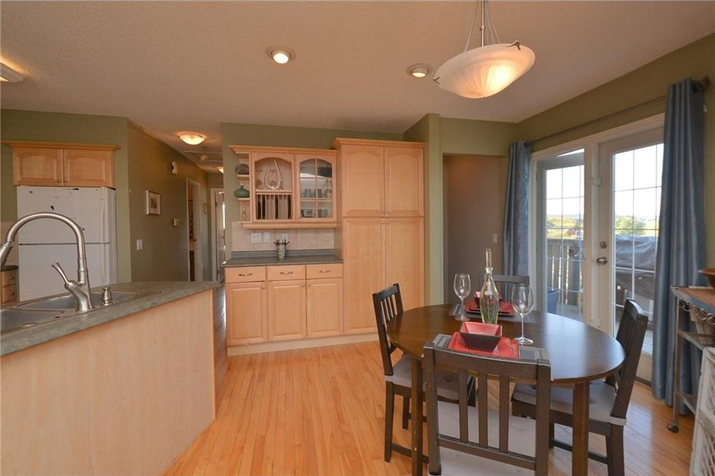 Photo 8: Photos: 267 GLENPATRICK Drive: Cochrane House for sale : MLS®# C4139469