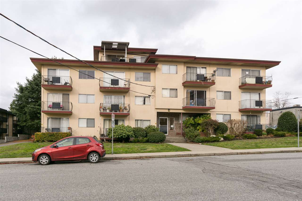 "Main Photo: 313 611 BLACKFORD Street in New Westminster: Uptown NW Condo for sale in ""MAYMONT MANOR"" : MLS®# R2222135"
