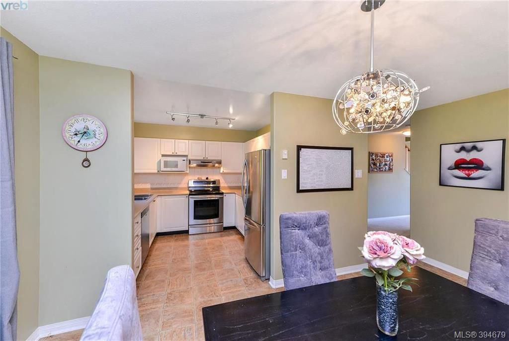 Main Photo: 72 14 Erskine Lane in VICTORIA: VR Hospital Row/Townhouse for sale (View Royal)  : MLS®# 791243
