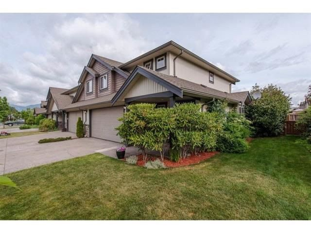 """Main Photo: 10 44523 MCLAREN Drive in Sardis: Vedder S Watson-Promontory Townhouse for sale in """"THE GROVE AT WEBSTERS LANDING"""" : MLS®# R2301990"""