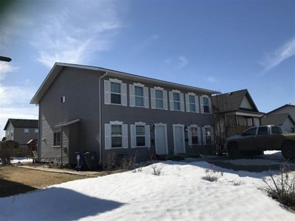Main Photo: 7919 88 Avenue in Fort St. John: Fort St. John - City SE House 1/2 Duplex for sale (Fort St. John (Zone 60))  : MLS®# R2350842