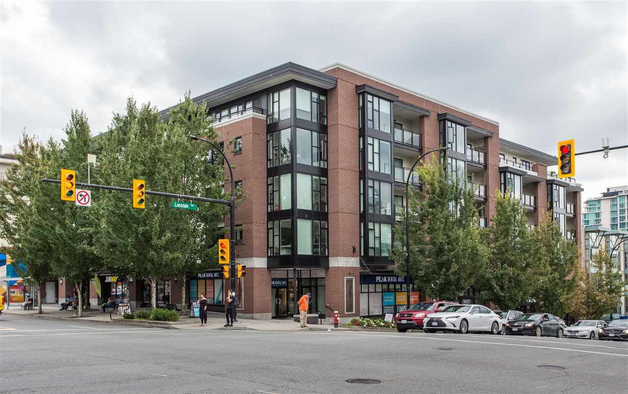 """Main Photo: 302 111 E 3RD Street in North Vancouver: Lower Lonsdale Condo for sale in """"The Versatile"""" : MLS®# R2404761"""