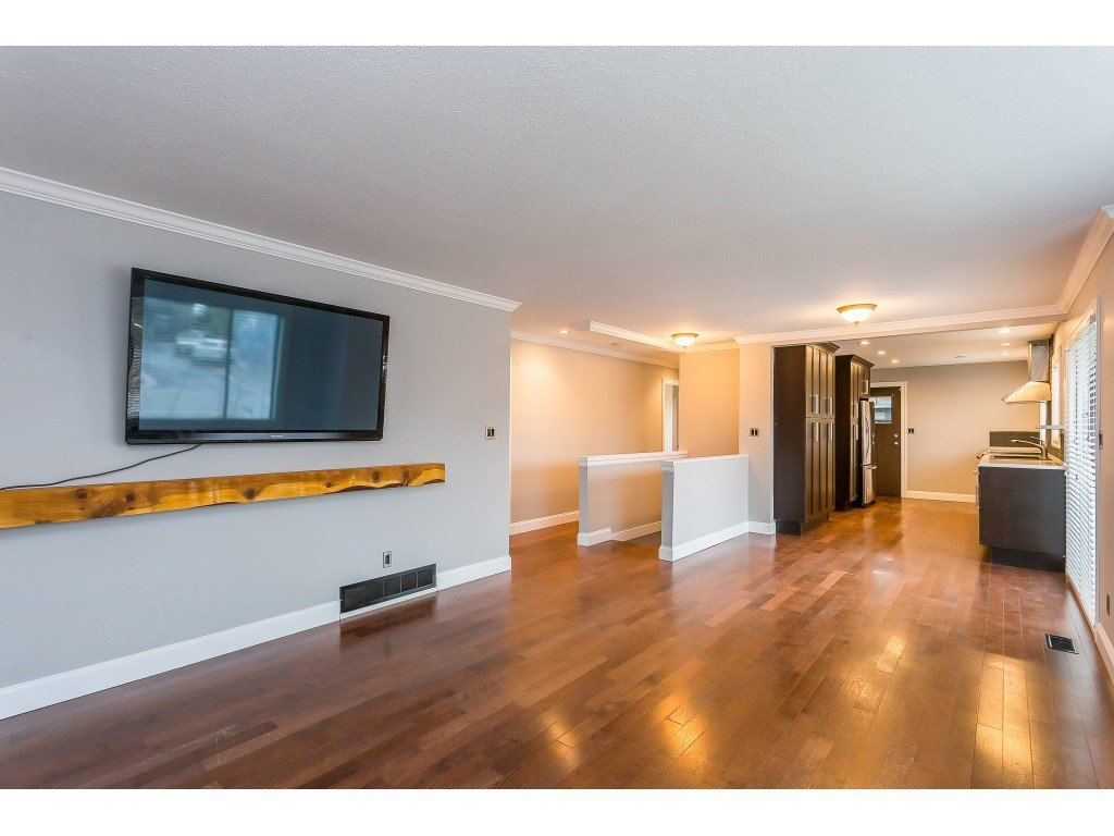 Photo 4: Photos: 33233 WHIDDEN Avenue in Mission: Mission BC House for sale : MLS®# R2424753