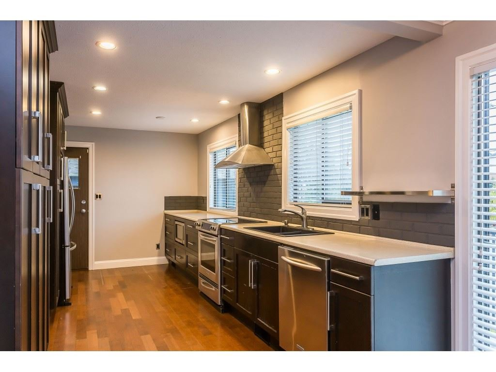 Photo 5: Photos: 33233 WHIDDEN Avenue in Mission: Mission BC House for sale : MLS®# R2424753