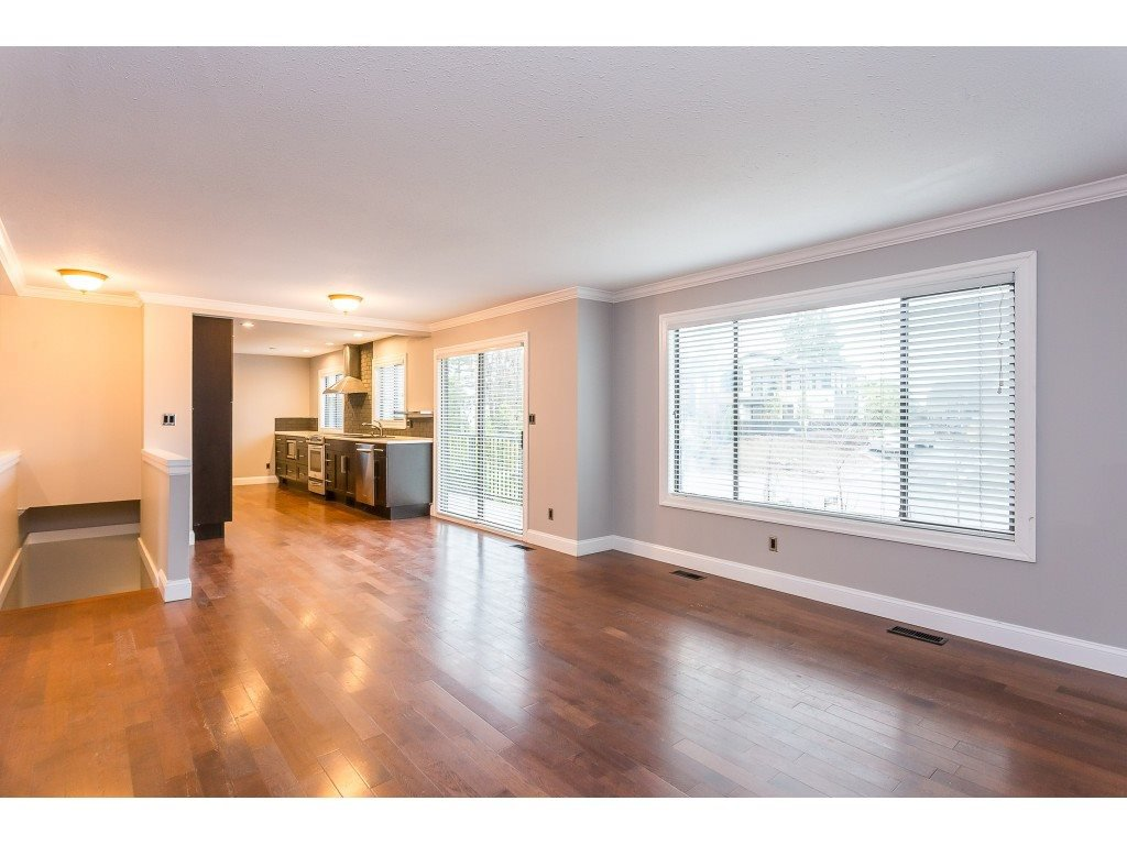 Photo 3: Photos: 33233 WHIDDEN Avenue in Mission: Mission BC House for sale : MLS®# R2424753