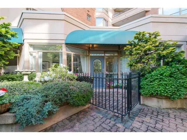 """Main Photo: 102 15111 RUSSELL Avenue: White Rock Condo for sale in """"Pacific Terrace"""" (South Surrey White Rock)  : MLS®# F1413147"""