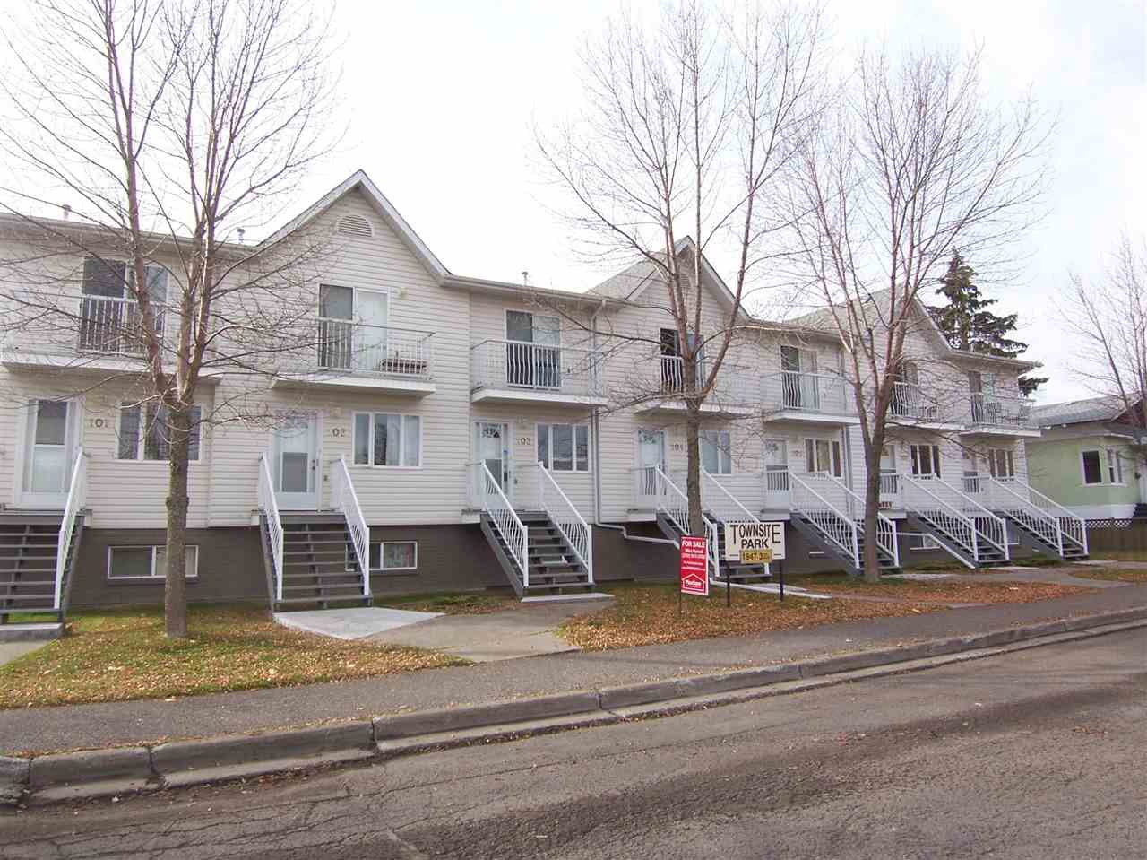 """Main Photo: 103 1947 3RD Avenue in PRINCE GRG: Crescents Townhouse for sale in """"TOWNSITE PARK"""" (PG City Central (Zone 72))  : MLS®# R2006146"""