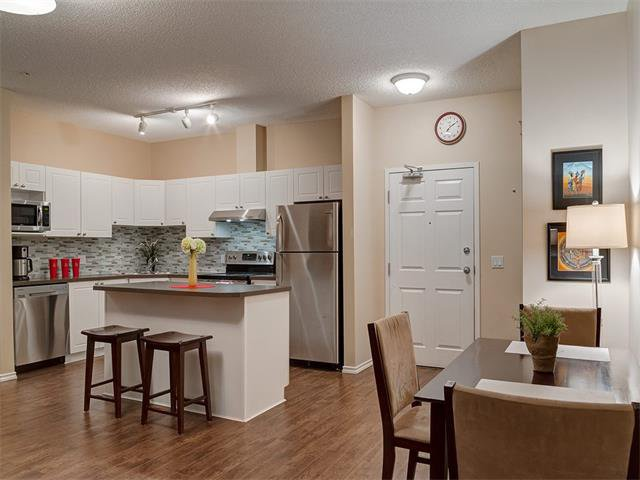 Photo 9: Photos: 111 8 COUNTRY VILLAGE Bay NE in Calgary: Country Hills Village Condo for sale : MLS®# C4052961